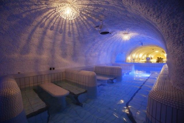 Demjen cascade cave bath
